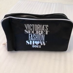 NWT Victoria's Secret makeup bag